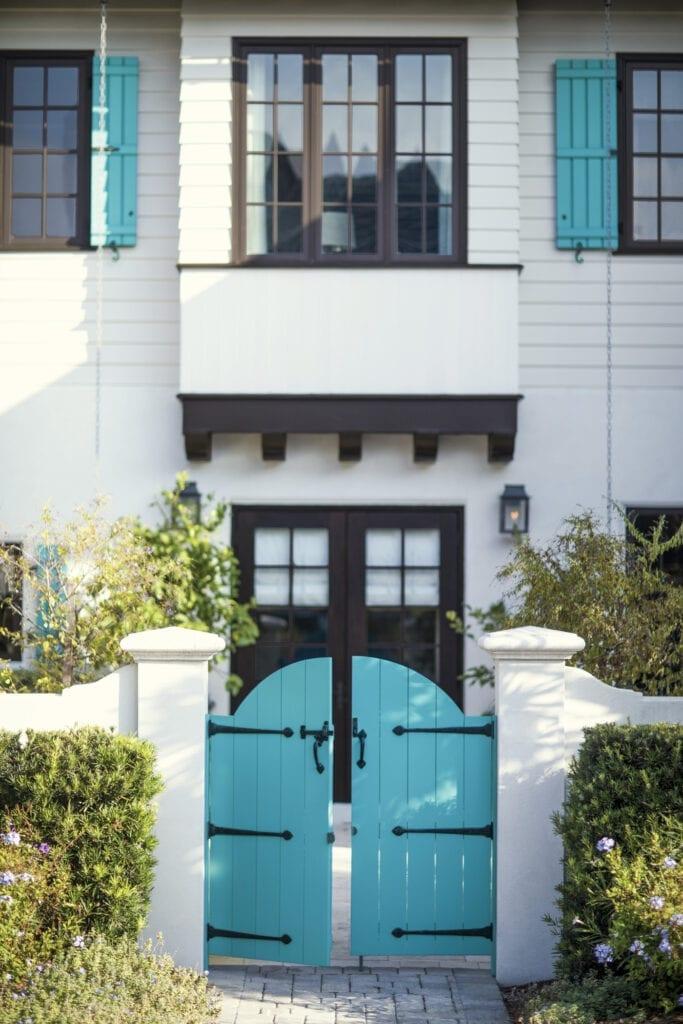 House: OC-17 White Dove  Gate: 2057-50 Turquoise Powder  Trim: 2134-10 Night Horizon