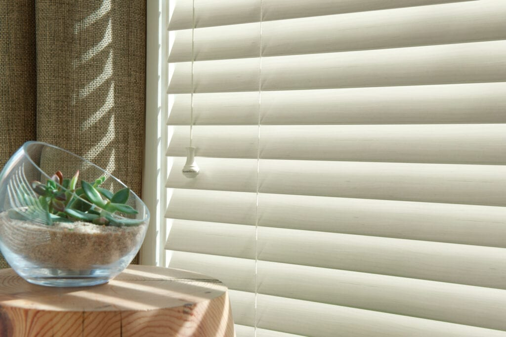 EverWood® Distinctions™ Blind with DeLight™ feature
