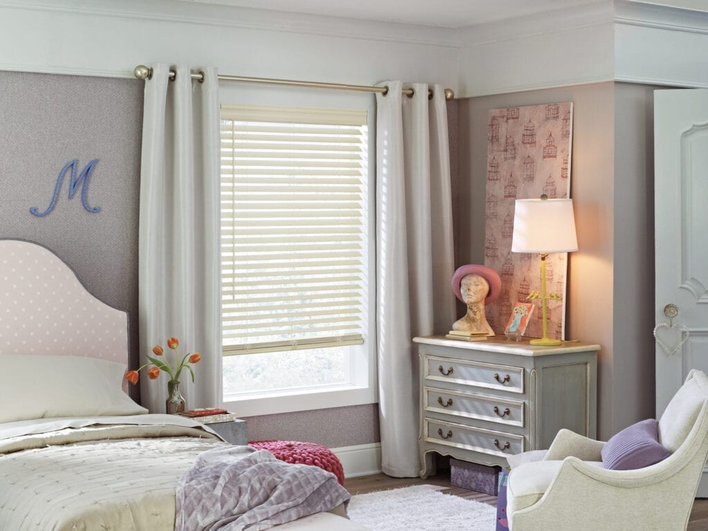 EverWood® Renditions™ Blind with wand tilt